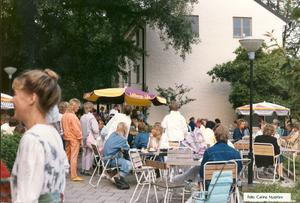 Hälls uteservering 1986. Foto: Carina Nyström. Bildkälla: Örebro stadsarkiv
