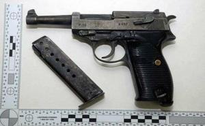 Sundsvallsnazistens vapenintresse är stort, enligt hans hustrus uppgifter till polisen. Bild: Från polisens förundersökning