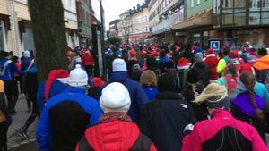 Det blev fullt med tomteluvor genom Borlänge under julafton.