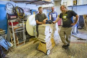 En pall med plankor till maten. Sammanlagt har Svineriets gäng gjort 85 plankor. Rasmus Magnusson, Zack Segelström och Joakim Söderberg har ansvarat för dem.Foto: Lennye Osbeck