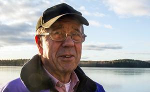 """""""I förra veckan såg jag spår efter fem-sex killar som gått över från Främby udde. Det är ju sanslöst"""" säger Birger Andersson."""