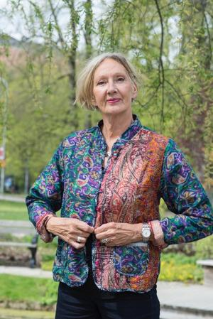 """Margareta Mörck beskriver den labyrint som många asylsökande hamnar i. Tidigare har hon bland annat skrivit deckaren """"Kniven eller de bruna skorna"""", som delvis utspelar sig i Leksand, där Margareta Mörck delvis bor. Nu filar hon på en uppföljare. Foto: Pressbild"""