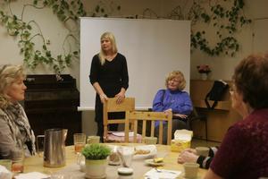 Anna-Lena Blixt och Lena Stridh föreläser tillsammans om alzheimer för anhöriga på Sörgården.