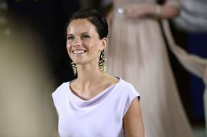 Prins Carl Philips sambo Sofia Hellqvist uppvuxen i Älvdalen, är ganska oväntat en av ledamöterna i Peace and love Foundation.