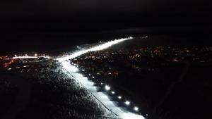 Västbackedn när den nya belysningen tändes i fjol. Nu blir det än mer ljus på Idre Fjäll.