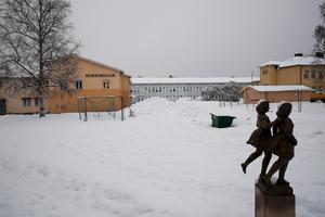 Den misstänkta narkotika som elever hittade vid Kyrkskolan i Ludvika ska nu skickas på analys.