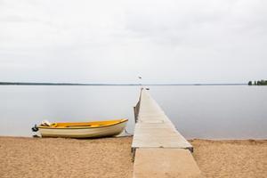 Vid finare väder är stranden populär både under soltimmarna och på kvällen.