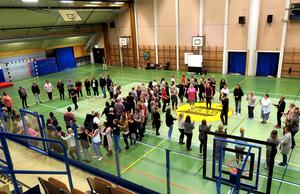I olika former dansade, sjöng och klappade deltagarna i projektet Body Percussion i Laxåhallen.