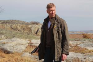 Mikael Persbrandt blir den femte svenske skådespelaren att spela Carl Hamilton på film.
