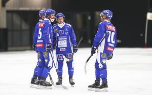 Joakim Hedqvist har lämnat. In kommer IFK-profilen Alexander Mayborn som backup. Det blev klart under måndagen.