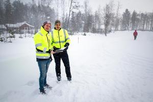 Jonas Jonsson, till vänster i bild, är den från Hudiksvalls kommun som författat skyddsjaktsansökan till Länsstyrelsen Gävleborg.