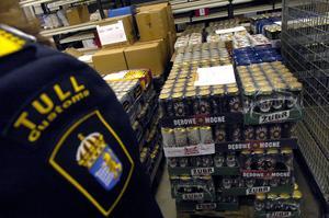 Den gemensamma målbilden borde vara att flytta försäljningen av alkohol från Polen och Tyskland till Systembolaget och på så vis minska risken för att ungdomar köper smuggelsprit, skriver Anna De Geer. Bild: Janerik Henriksson/TT
