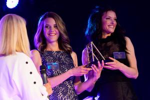 Emma Backberg och Victoria Mohlén med sitt företag Applena blev Årets startup.