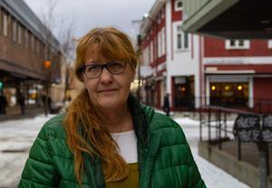 Mia Häggbom skänker pengar i julklapp.