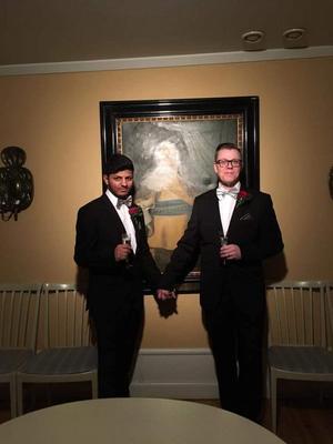Den 12 januari 2018 gifte sig Shano och Per-Ola Eklund i Rådhuset i Norrtälje, inför Per-Olas exfru, son och några vänner. Foto: Privat