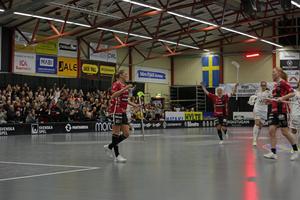 Moa Gustafsson gjorde fem av Kais Moras sju mål mot Iksu.