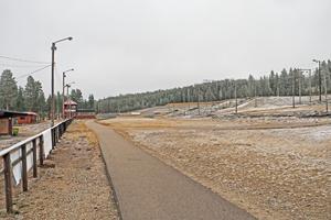 Från nu kostar det 750 kronor per vuxen och vintersäsong att åka skidor på skidstadion i Sveg. Än så länge är det dock mest rullskidor som gäller, även det kostar numera pengar.