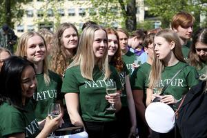 Förväntansfulla studenter i naturprogrammet.