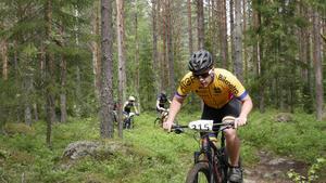 Malte Eriksson, Gävle CA, har bra tryck i skogen i P 15-16.