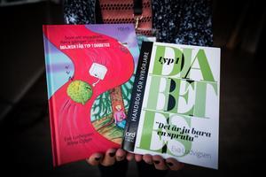Två av Evas böcker.