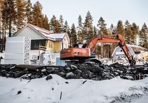 Att bygga hållbart och långsiktigt handlar också om att anpassa byggnaderna för framtidens klimat. Därför blir det extra viktigt att använda robusta material och byggmetoder som ger täta och fukttåliga hus, skriver debattförfattaren. Foto: Tomas Oneborg/TT-arkiv