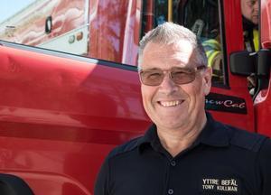 Tony Kullman, som är yttre befäl på Nynäshamns brandstation, hoppas att många kommer till brandstationen på lördag.
