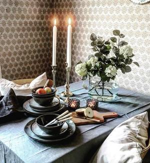 EFTER: Genom att lägga till textiler, växter och ljus blir köket inbjudande.