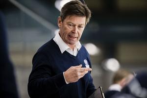 Leksands assisterande tränare Gunnar Persson berättar att nye Marek Hrivík inte spelar mot Frölunda utan spelar först på fredag mot Färjestad.