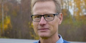 """""""Personer med demenssjukdom behöver kunna se naturens växlingar när de tittar ut genom fönstren för att kunna orientera sig om vilken årstid det är"""",  skriver Anders Bengtsson, KD, oppositionsråd Gagnef. Foto: Kent Olsson"""