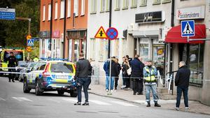 Förra året rånade tre beväpnade och maskerade män en juvelerarbutik på Nygatan i Södertälje. Nu ska Högsta domstolen pröva domen mot två av rånarna.