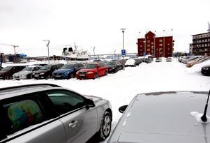 Parkeringarna i Inre hamnen vill kommunen också använda till annat. Det planeras för bostäder, grön- och parkområden samt ett hotell vid Finnkajen.