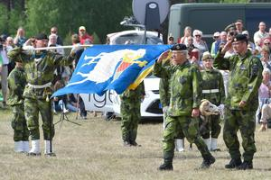 Kung Carl Gustaf deltar i invigningsceremoni Gotlands regemente P 18 i Visby.