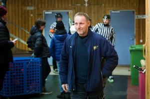 Stefan Smedberg, nöjd tränare i Kovland.