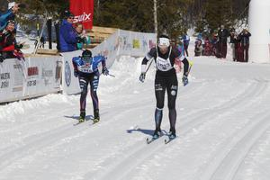 Lina Korsgren spurtade ner Ebba Andersson under skidloppet Åk en mil, vinn en bil.