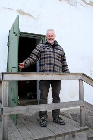 Fagerstabon Anders Törnblom har sålt sin kära 1700-talsbyggnad och är jätteglad att de nya köparna vill förvalta den.