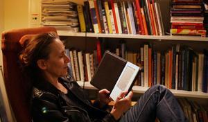 I stället för bok. Kulturredaktören kontrollerar kvalitén i läsupplevelsen.