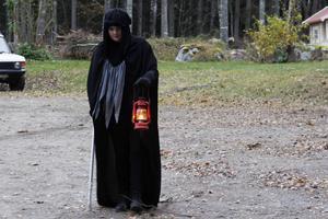 Vandringen gick genom skogen i Asta och på första rundan deltog nio barn.