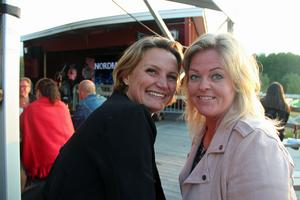 Katarina Eriksson och Lisa Anttila är goda vänner och såg fram emot kvällen.