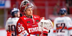 Niklas Svedberg i Timråtröjan. Nu berättar han öppet om sin och lagets tunga säsong. Bild: Pär Olert/Bildbyrån.