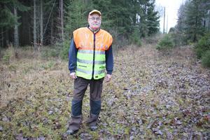 Leif Granlöf, från trakterna kring Hjortkvarn och Haddebo, är viltinsamlare och tar prover på vilt som han misstänker är sjuka.