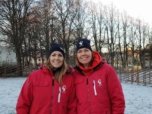 Elina Lindqvist och Maria Wallberg var på plats på Slottstorget på tisdagsförmiddagen inför bockinvigningen.
