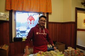 Amir Nazari säljer ostar från Åsbergets gårdsmejeri.