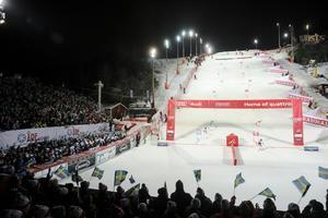 Precis som i fjol var det fullsatt, 7 500 åskådare, när den alpina världscupen kom till Hammarbybacken. Bild: Sören Andersson/TT.