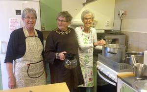 Några av de som ordnade sopplunchen var Eivor Sennvall, Ingeborg Mårtensson och Anna-Märta Strömgren. Foto: Inga-Brith Nilsson