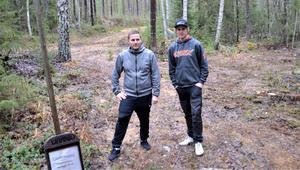 Skoterlederna i Fränsta har blivit bättre och bredare inför den stundande vintern. Alex Johansson till vänster och Joakim Wikholm hoppas på en bra skotersäsong.