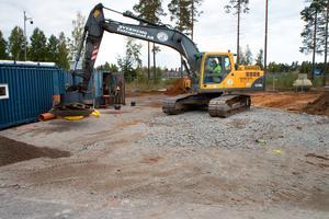 Nu byggs det för fullt på området intill riksväg 70. Om ett par månader ska bensinstationen Ingo stå klar.
