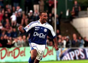 Cain Dotson efter 2–1 målet på straff mot Elfsborg år 2000.