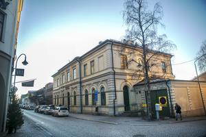 Här i korsningen Hamngatan-Storgatan började det som en gång benämndes stadsdelen Myran. Det sträckte sig längs Hamngatan från Rådhusgatan till Strandgatan och sedan ingick hela den del som i dag är sydvästra delen av centrala Östersund mot Gränsgatan och Strandgatan.