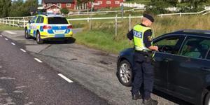 Bilden togs på Vätövägen under lördag förmiddag och fordonet på bilden passerade poliskontrollen utan anmärkning. Foto: Norrtäljepolisen