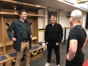 VIK-tränarna Thomas Paananen och Lars Ivarsson har valt att satsa på 20-åringen som en av åtta backar till nästa säsong.